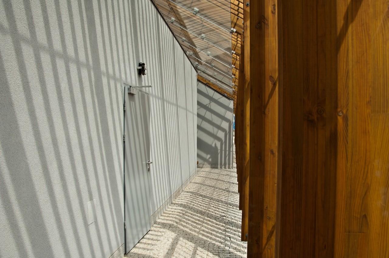 Galeria de Banheiros Públicos / Piotr Musialowski   Lukasz  #3C1E04 1280 850