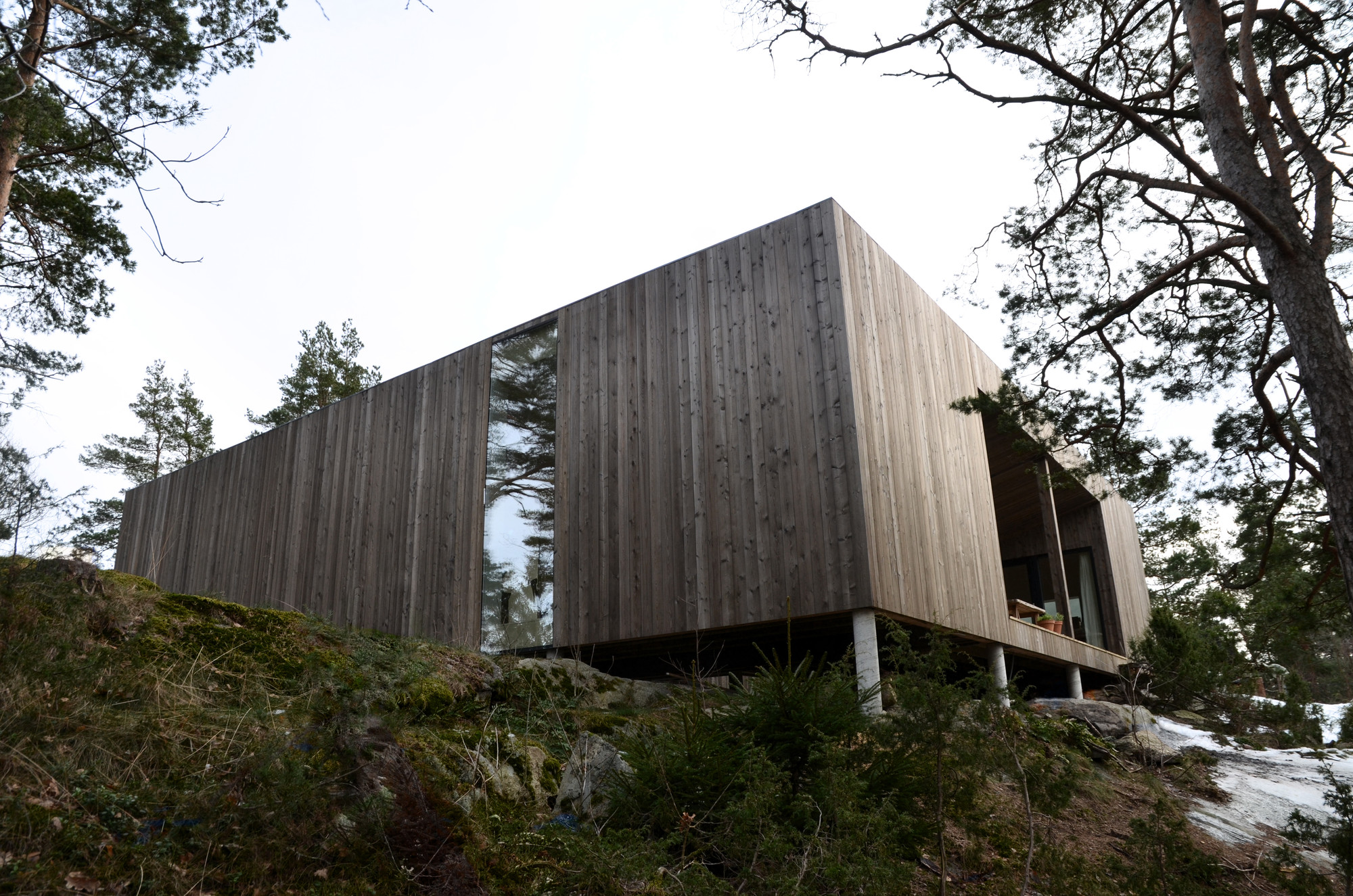 Gallery of square house veierland reiulf ramstad for Rectangle house