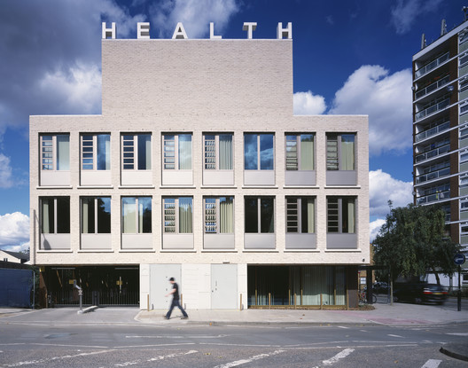 Akerman Health Centre, by Henley Halebrown Rorrison © Loana Marinescu
