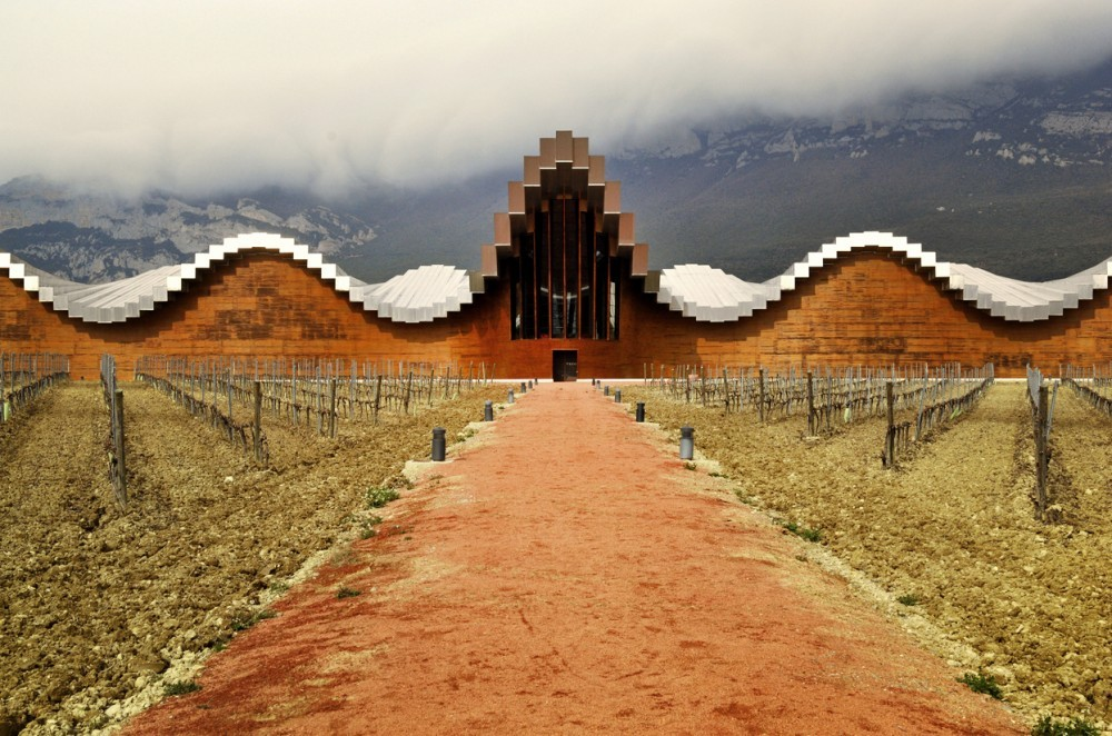 Santiago Calatrava's Bodegas Domecq. Image © v=L. Alberto Ramos