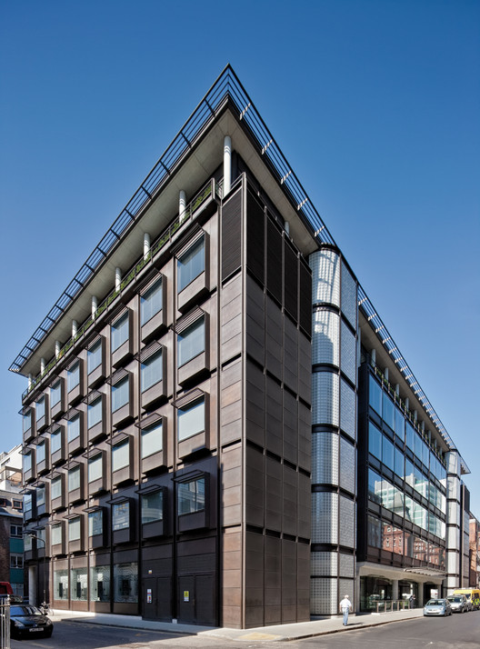 UCH Cancer Care Centre, WC1 Hopkins Architects by Hopkins © Anthony Weller