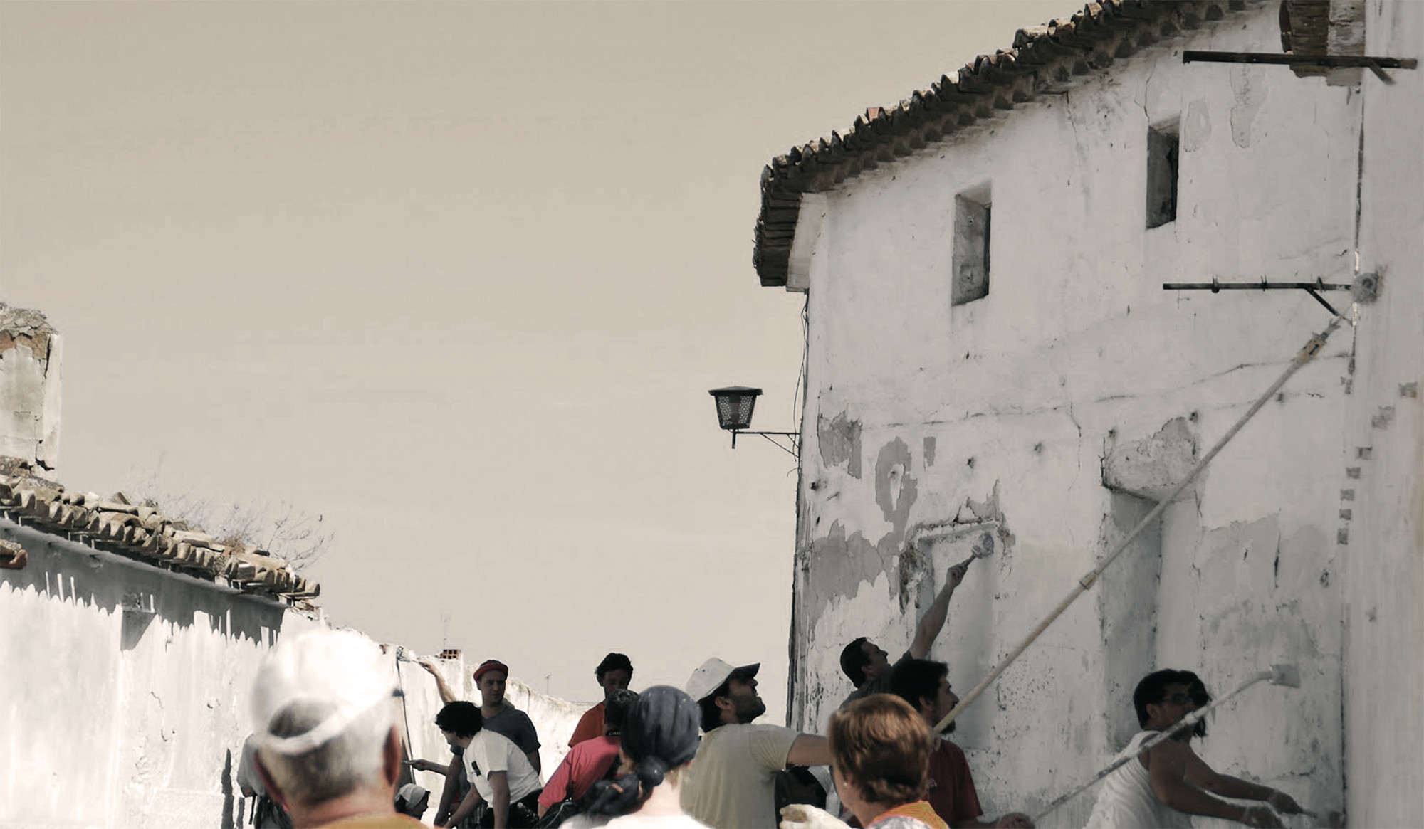 SINERGIAS: ¿Se puede mejorar Low Cost el entorno habitado?  / El CASC 2013, Courtesy of www.villenacuentame.com