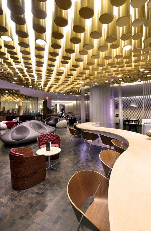Virgin Atlantic Clubhouse / Slade Architecture, © Anton Stark