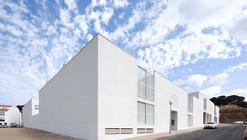 Courtyard Social Houses in Es Mercadal / Ferrer Forés