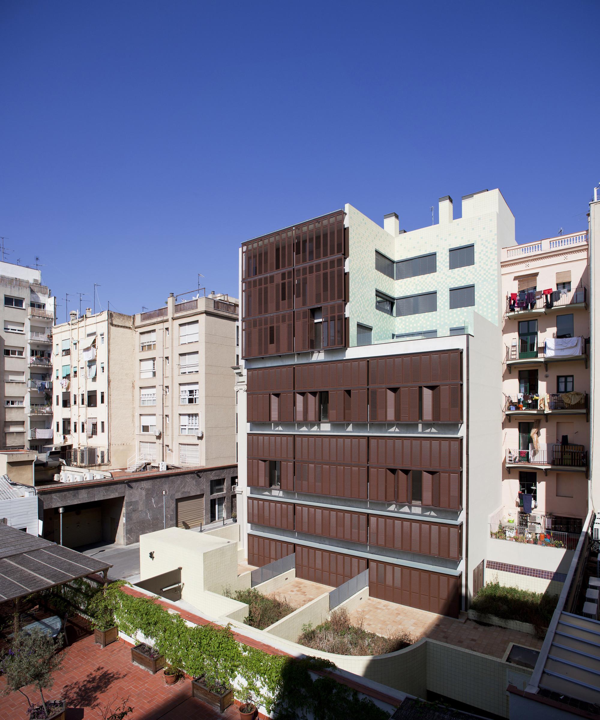 30 Houses Building / Rahola Vidal