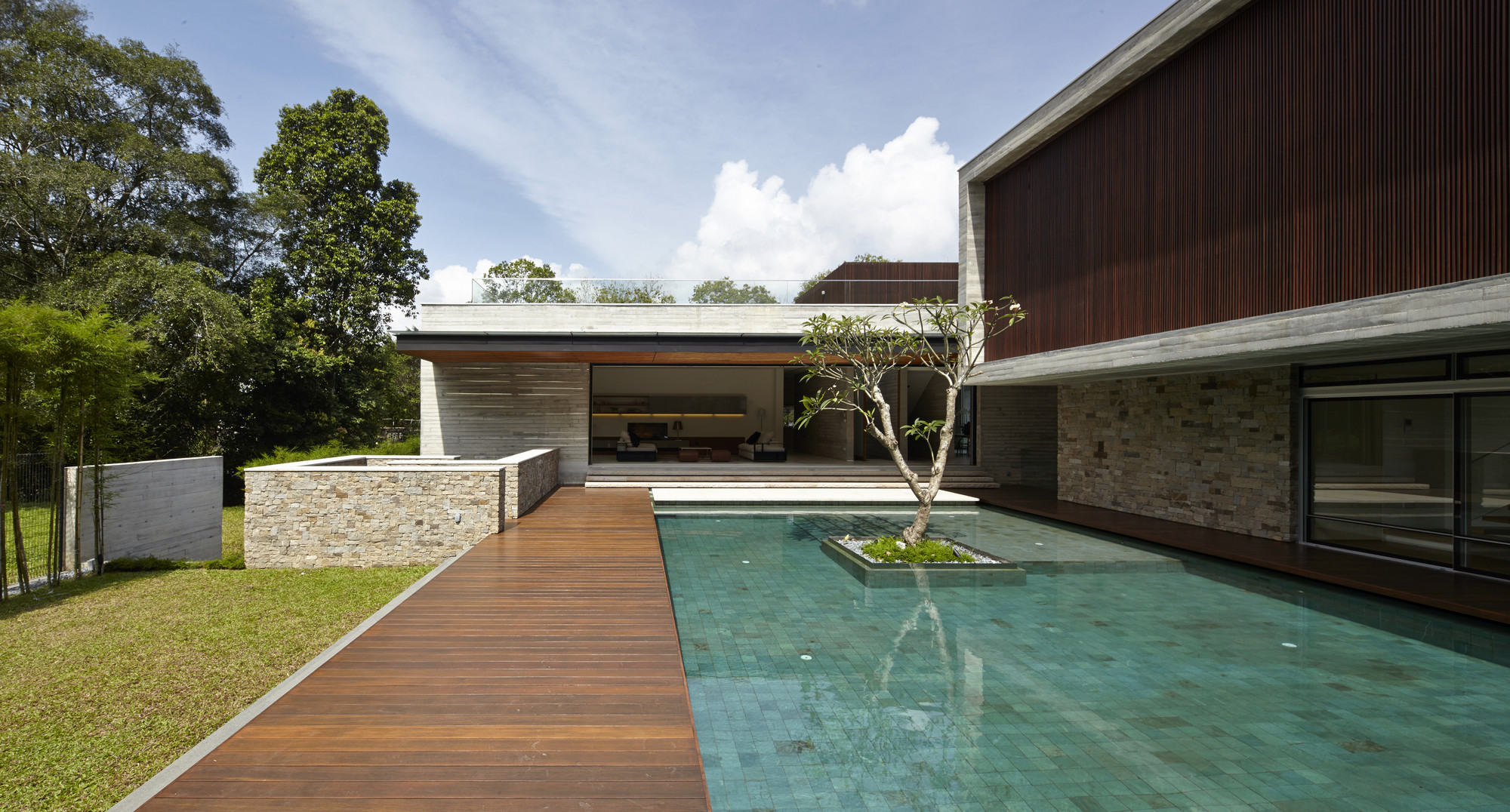 Gallery of jkc2 ong ong pte ltd 26 for Construction pool house piscine