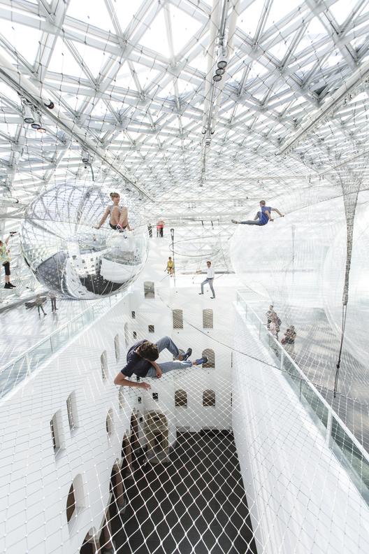 """Arte y Arquitectura: Instalación """"en órbita"""" por Tomás Saraceno, Studio Tomás Saraceno © 2013"""