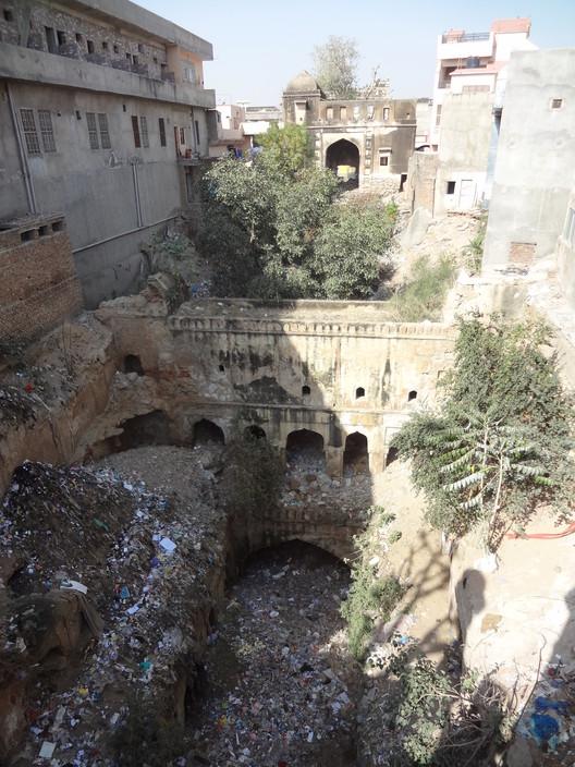 Trashed Anonymous Baoli, Fatehpur. Image ©Victoria S. Lautman
