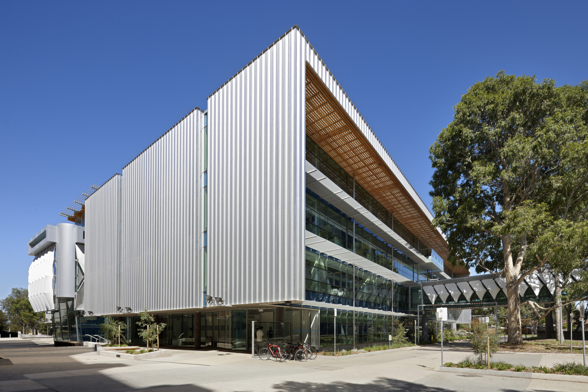 Monash University Science Technology Research and Innovation Precinct Stage 2 (Biomedical Sciences Buildings) / DesignInc, © Dianna Snape