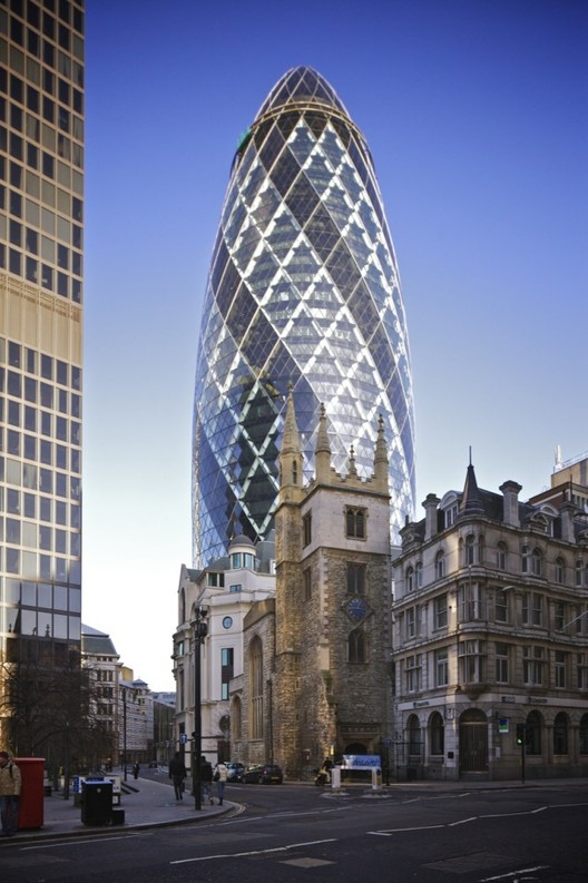 The Swiss Re Building by Foster + Partners, also known as 'The Gherkin.' Image Courtesy of <a href='https://creativecommons.org/licenses/by-sa/3.0/'>Wikimedia</a> Commons Aurelien Guichard