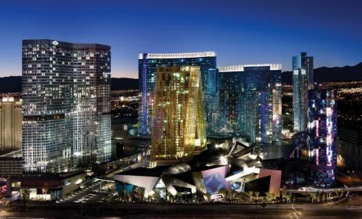 CityCenter, un Edificio LEED Gold construido en Las Vegas, demuestra la ironía de la Certificación LEED; se levante en un in-sostenible contexto en medio del desierto