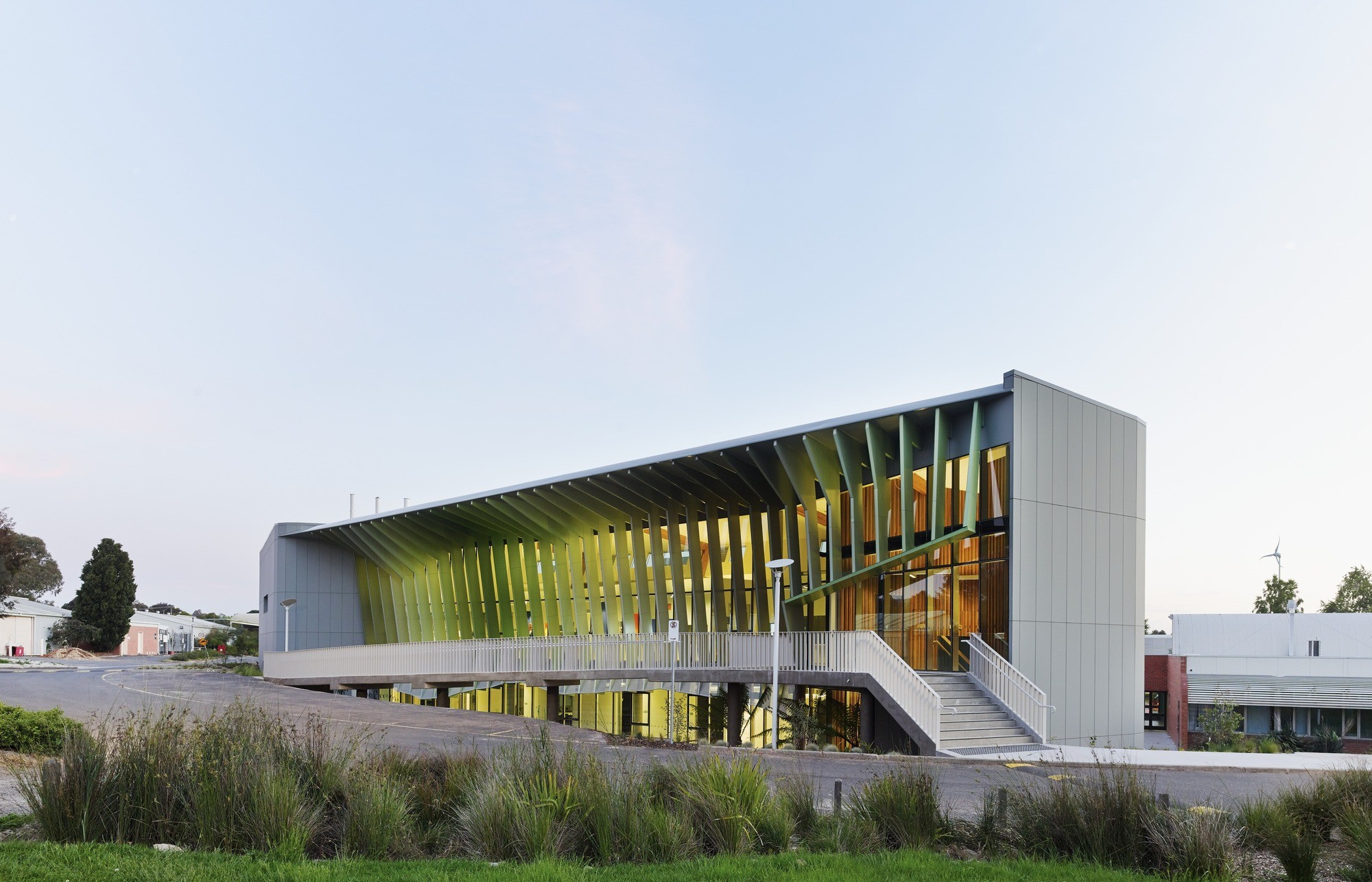 Knox Innovation Opportunity and Sustainability Centre / Woods Bagot / © Peter Bennetts