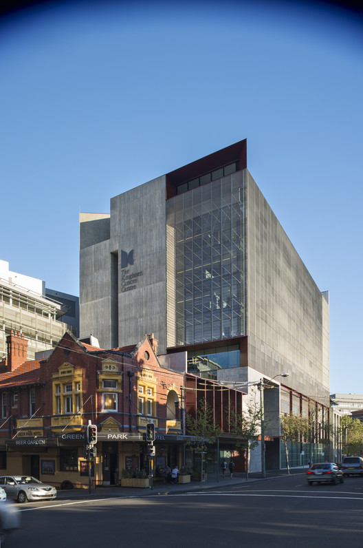 The Kinghorn Cancer Centre / BVN Architecture / © John Gollings