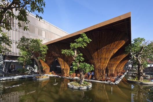 Kontum Indochine Café / Vo Trong Nghia Architects / © Hiroyuki Oki