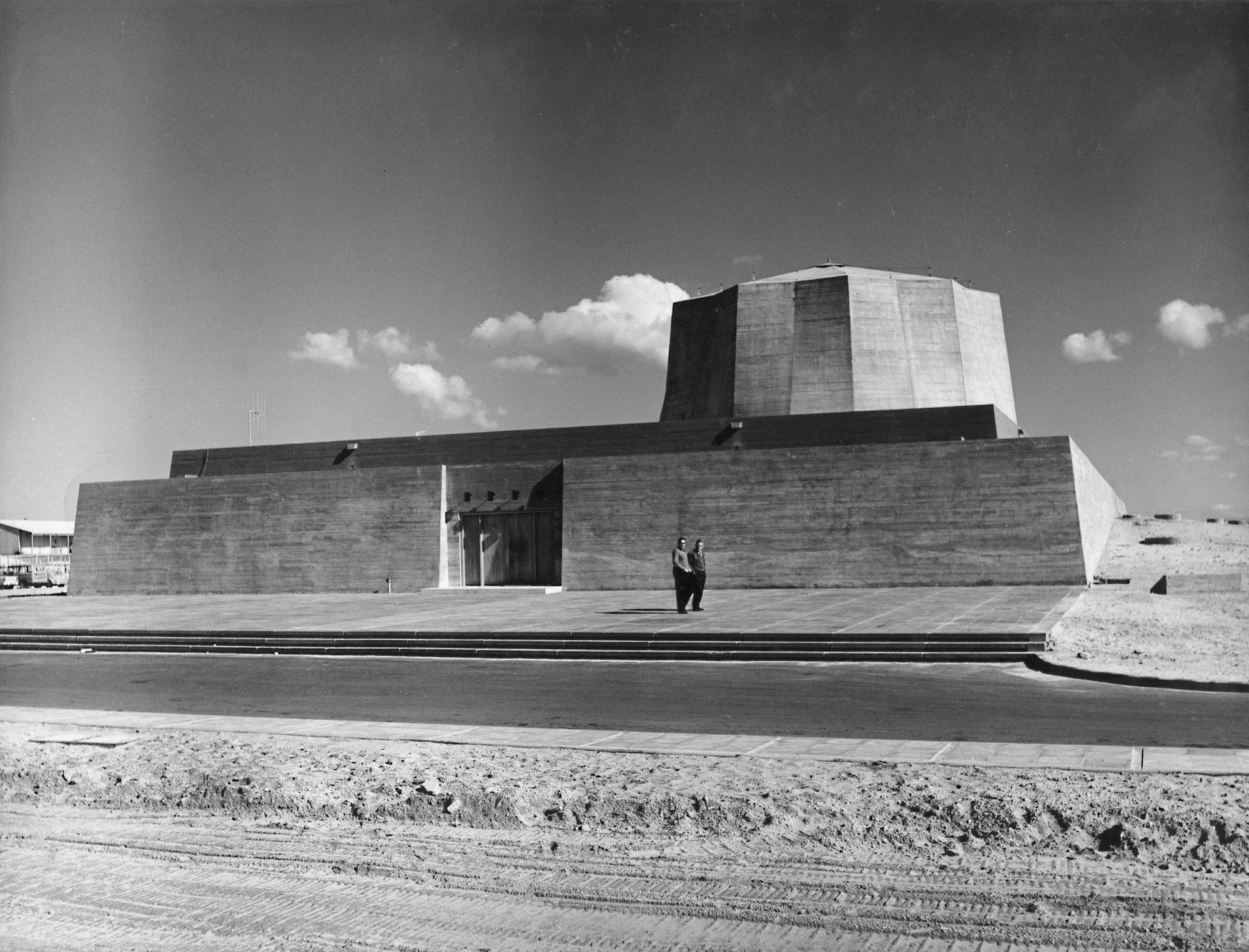 AD Classics: Soreq Nuclear Research Center / Philip Johnson ,  Philip Johnson and Gideon Ziv, Sorek Nuclear Research Center, Israel, 1956-9 (from: Zvi Efrat, The Israeli Project: Building and Architecture 1948-1973)