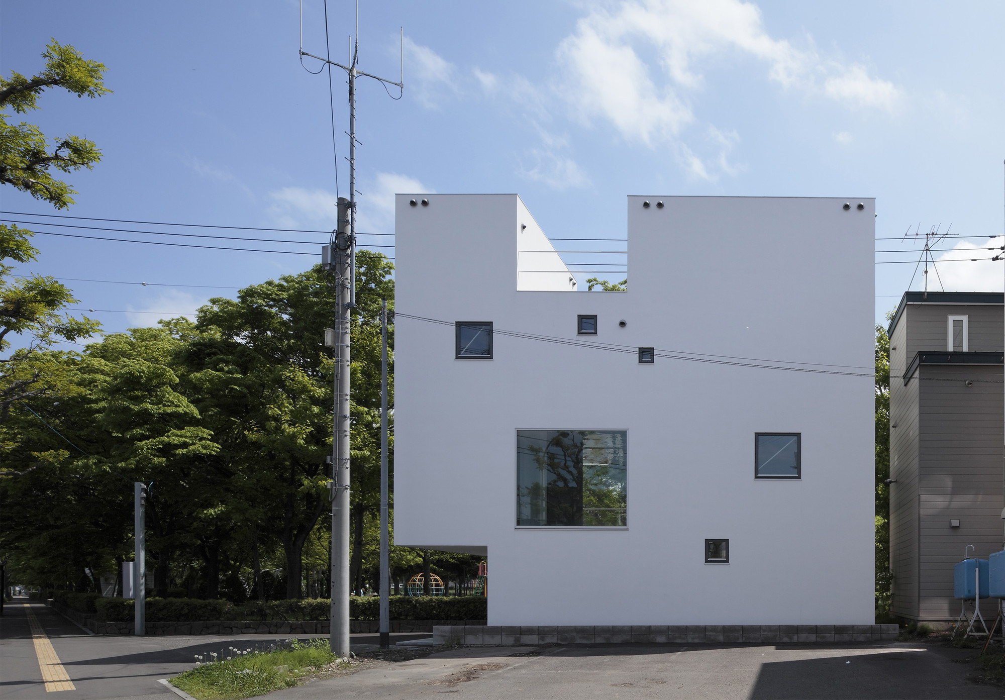 White Collage / Keikichi Yamauchi Architect and Associates