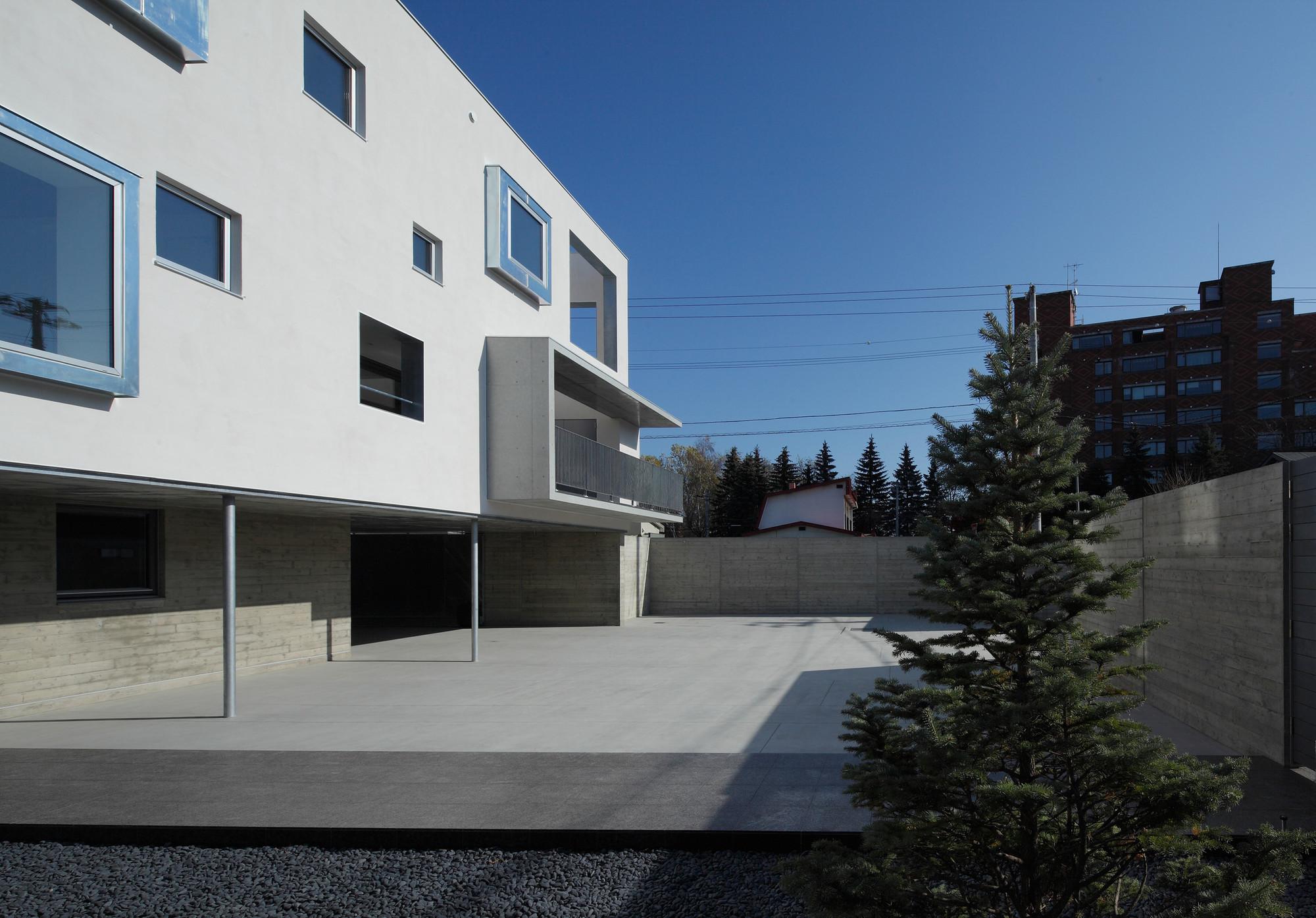 Gallery of white colony keikichi yamauchi architect and for Architect associates