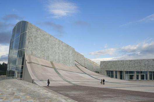 The City of Culture / Eisenmann Architects. Image Duccio Malagamba