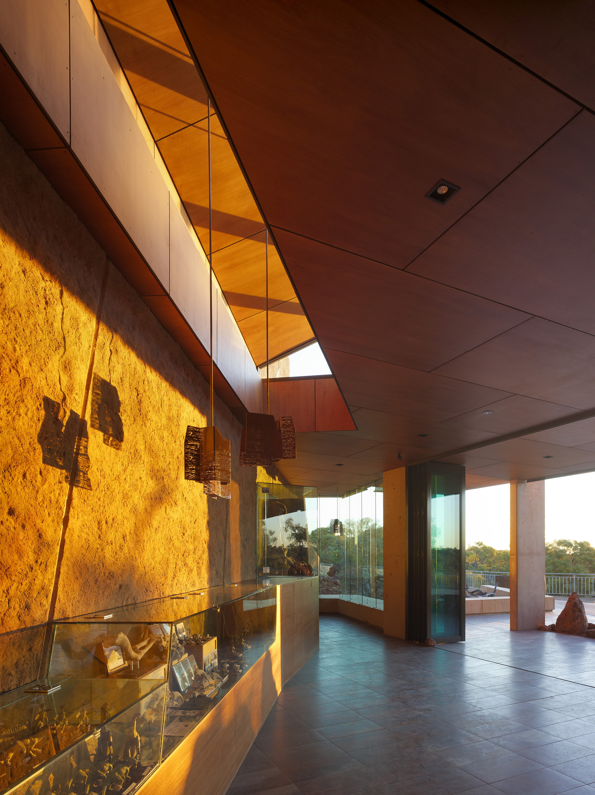 Australian Age of Dinosaurs Museum / Cox Rayner Architects