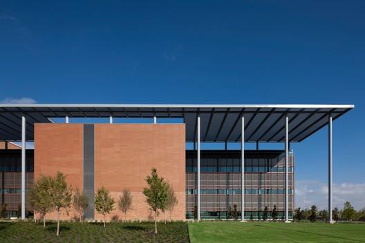 San Antonio Military Medical Center an addition to the Brooke Army Medical Center; Fort Sam Houston, Texas / RTKL Associates, Inc.