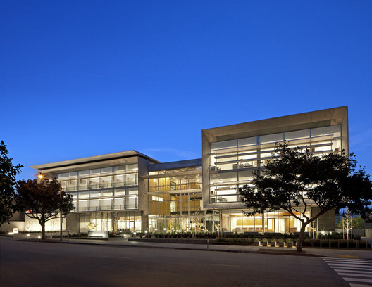 UCLA Outpatient Surgery and Oncology Center; Santa Monica, California / Michael W. Folonis Architects © Tom Bonner