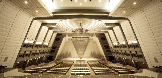 The main conference hall, via www.congre.co.jp