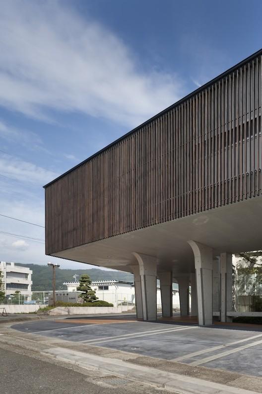 Lifted-Garden House / acaa, © Hiroshi Ueda