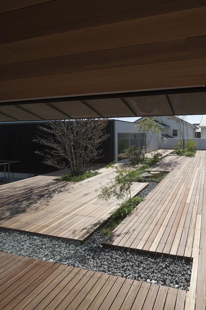 Lifted-Garden House / acaa
