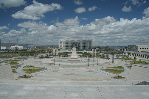 Government building and plaza in Xilinhot, 2009. Image ©Flickr User CC timzachernuk