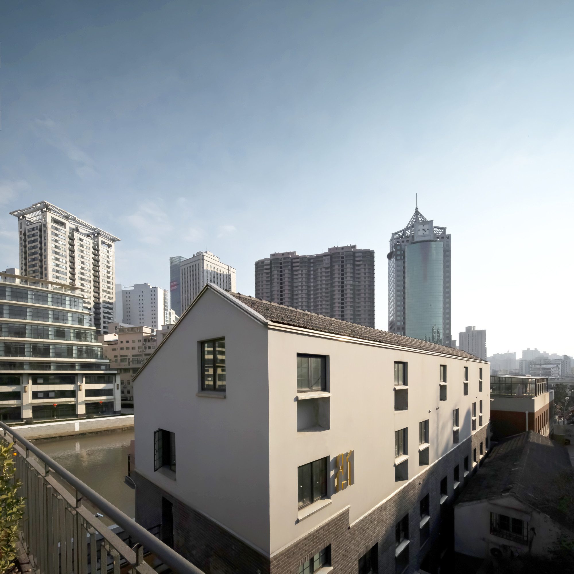 Suzhou Creek Boutique Hotel / DAtrans Architecture Office, © Geng Tao