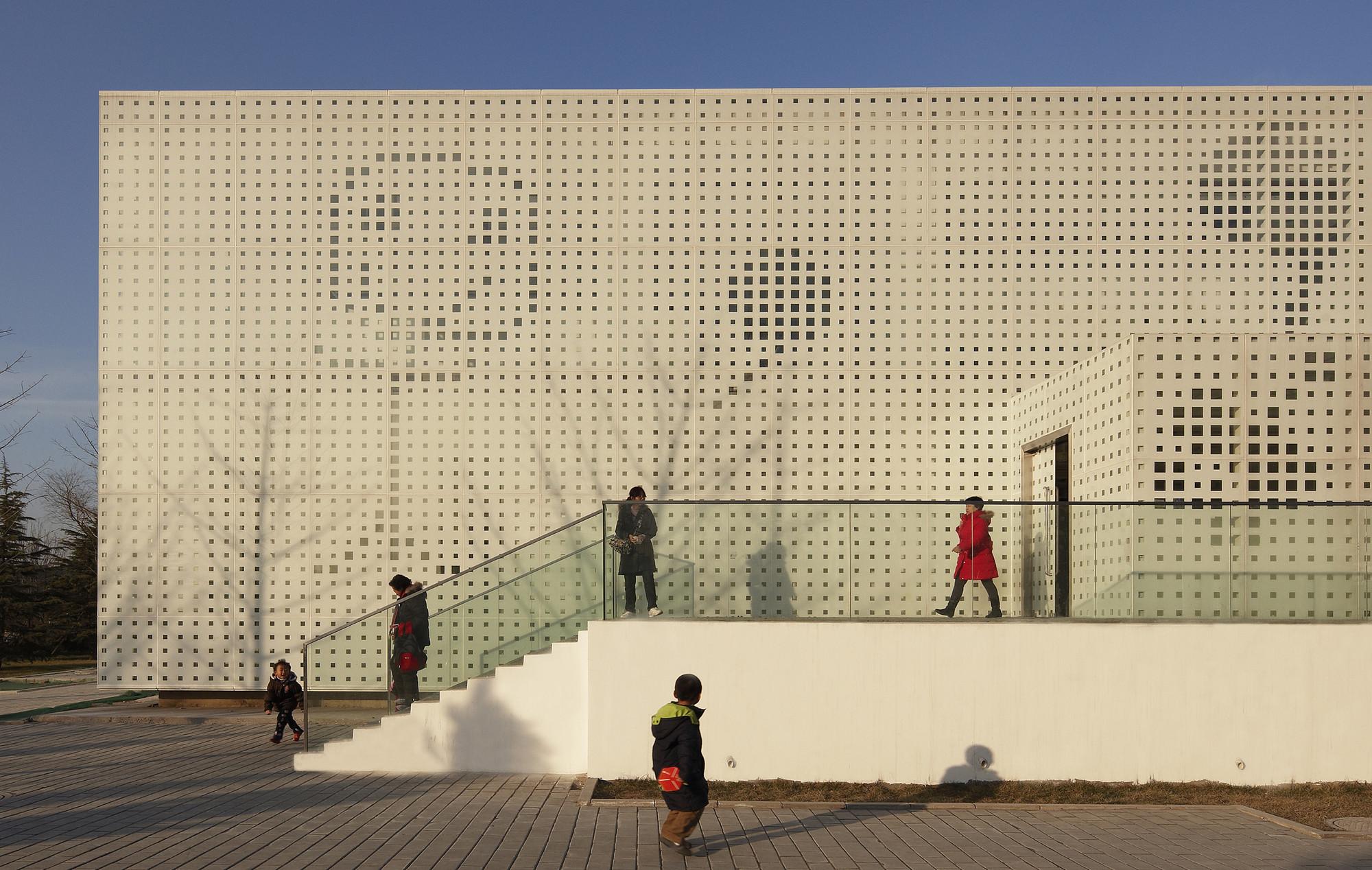 Family Box  / Crossboundaries Architects