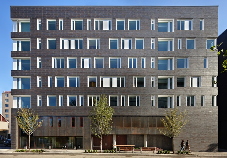 West Campus Student Housing / Mahlum, © Benjamin Benschneider