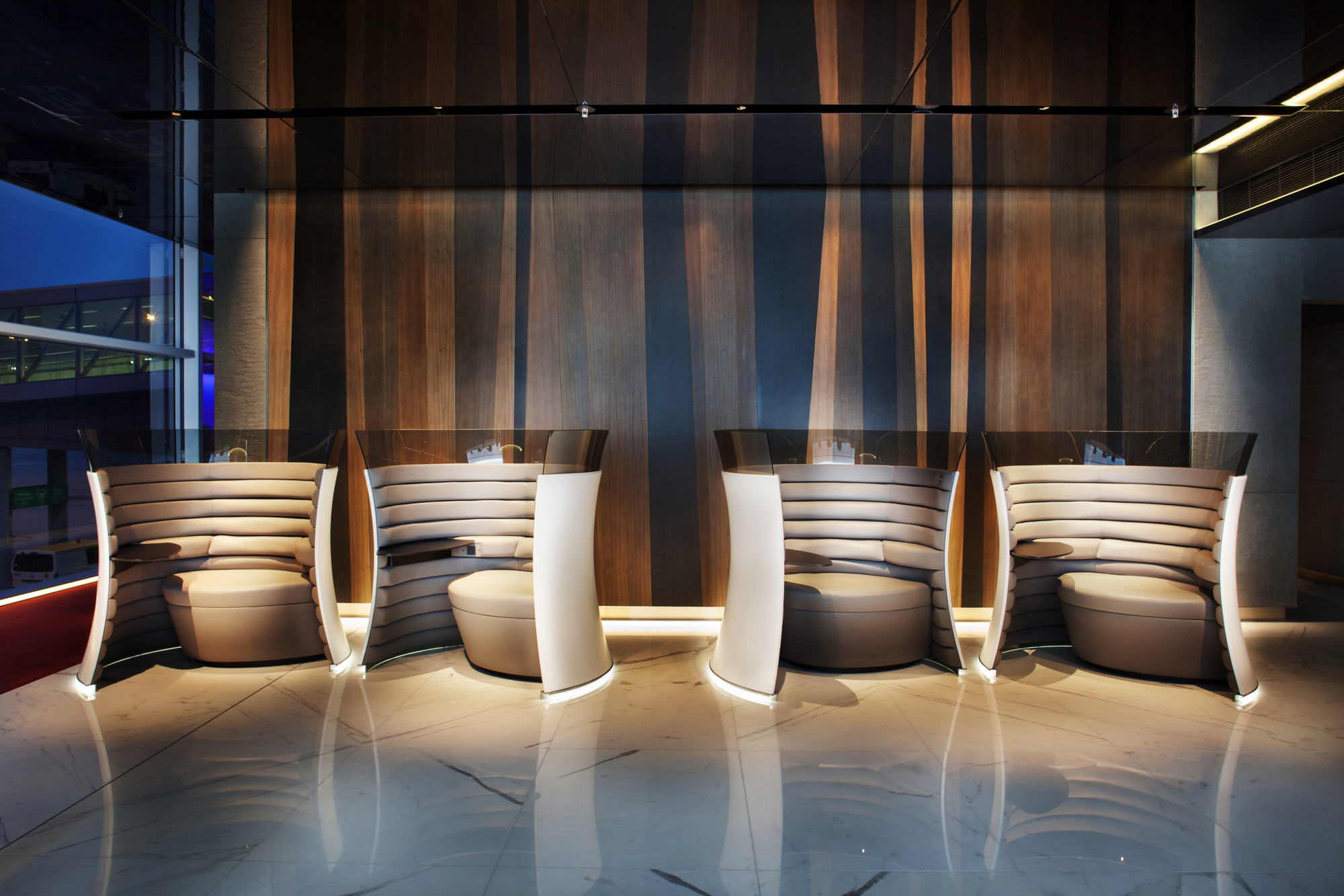 The Solus Chair in the lounges at Hong Kong International Airport, also designed by Foster + Partners. Image courtesy of Foster + Partners.