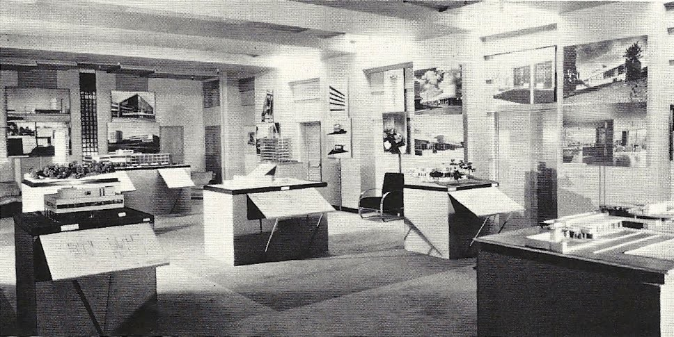 AD Classics: Modern Architecture International Exhibition / Philip Johnson and Henry-Russell Hitchcock, View of Modern Architecture - International Exhibition as displayed at Bullocks-Wilshire Department Store, Los Angeles, CA, July 23 - August 30, 1932 (Source: Terence Riley, The International Style: Exhibition 15 and the Museum of Modern Art [New York: Rizzoli, 1992], p. 42)