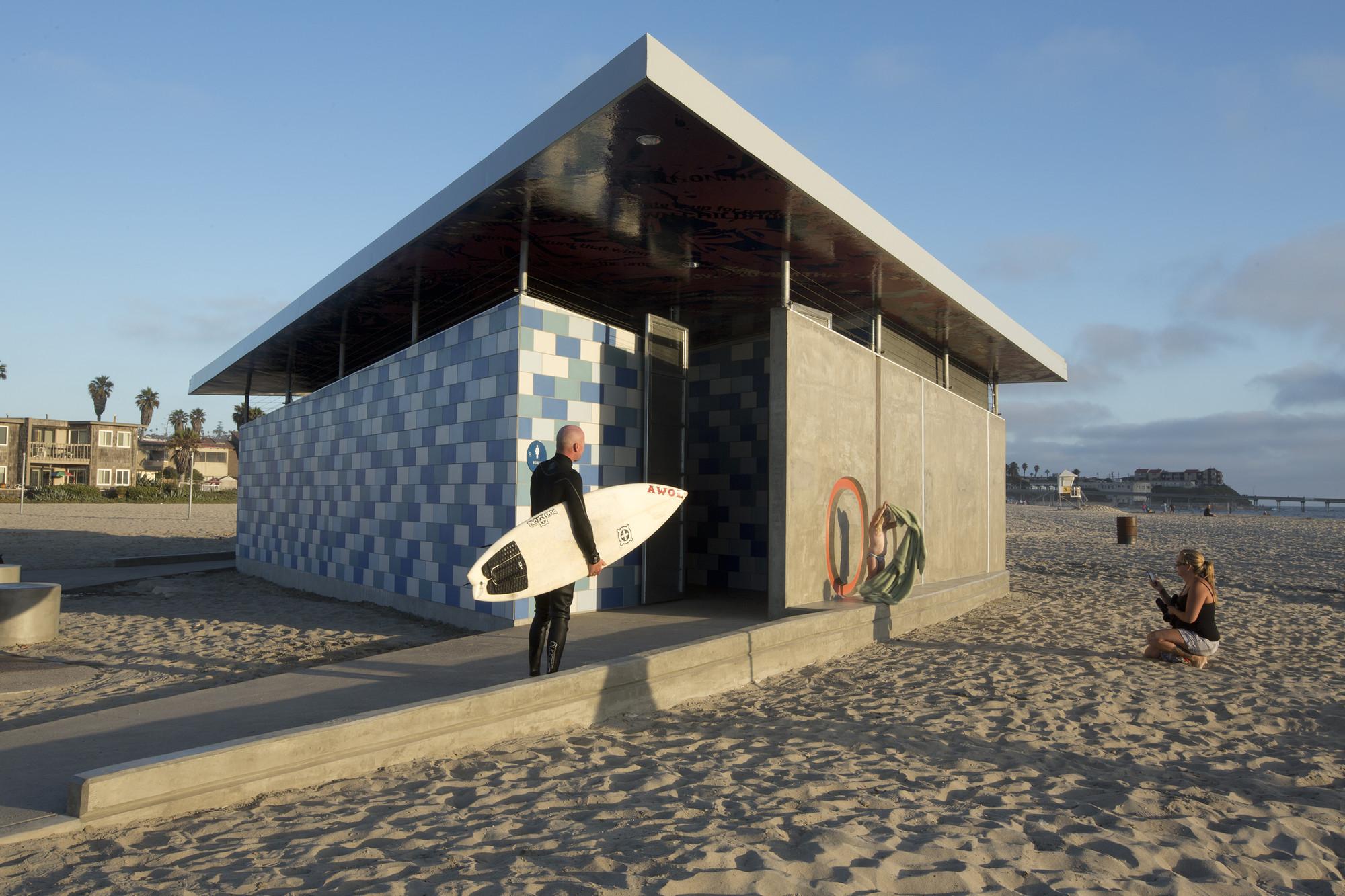 Galeria de Banheiro Público em Ocean Beach / Kevin deFreitas  #3D688E 2000 1333