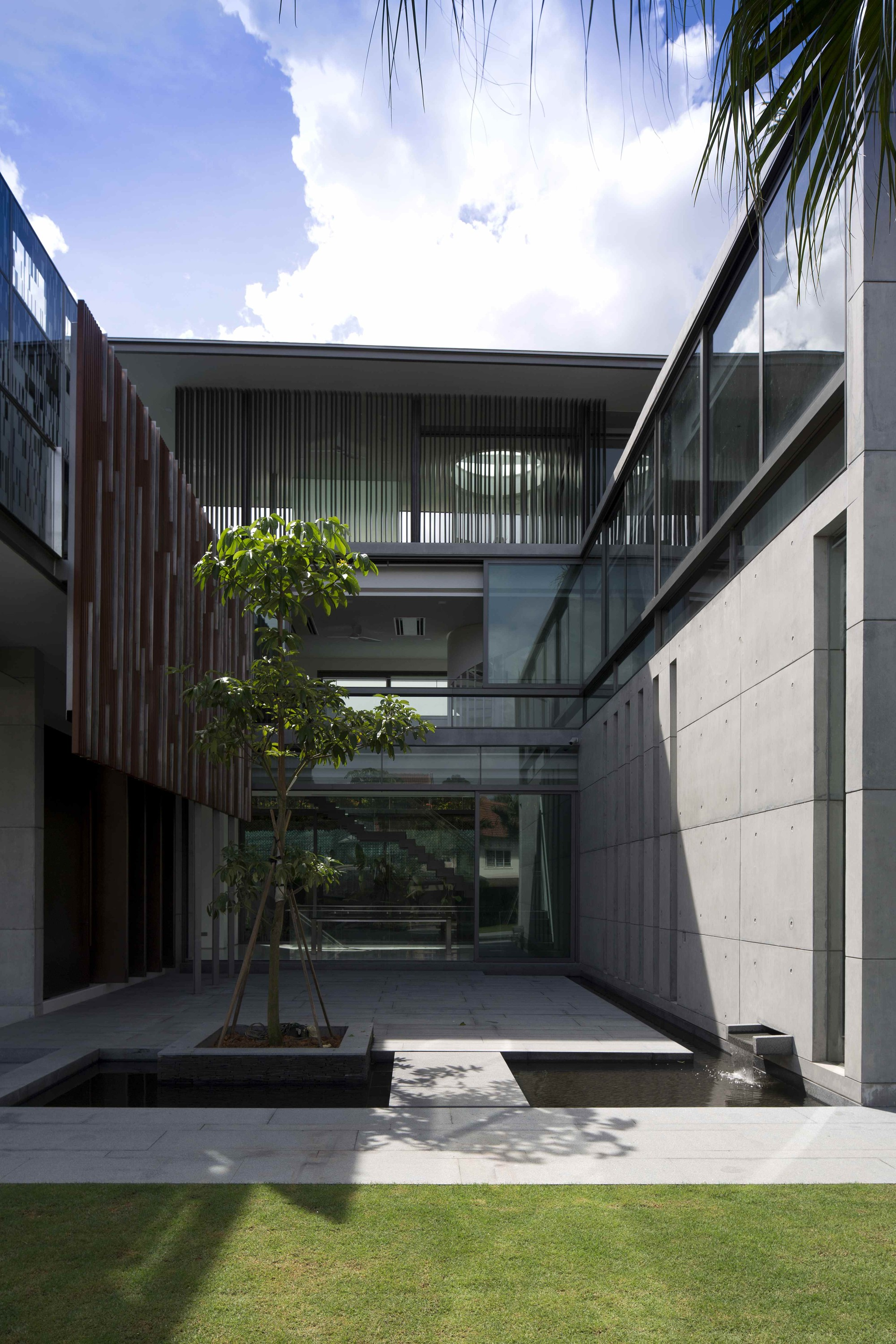 Gallery of the courtyard house ar43 architects 10 for Architecture de jardin