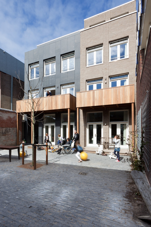 6 Viviendas en Elandshof / Bastiaan Jongerius Architecten, © Milad Pallesh
