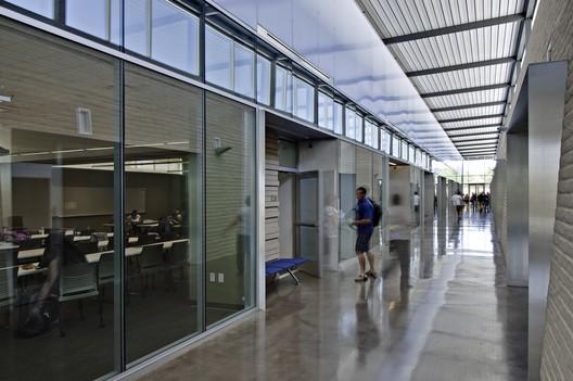 Mesa Community College Health Wellness Building; Mesa, Arizona / SmithGroupJJR © Liam Frederick