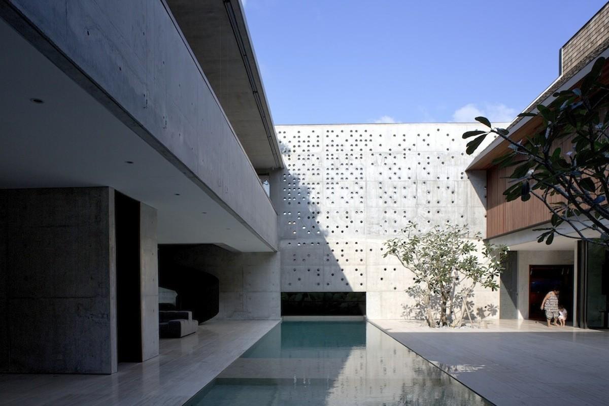 The Courtyard House / Formwerkz Architects, © Albert Lim