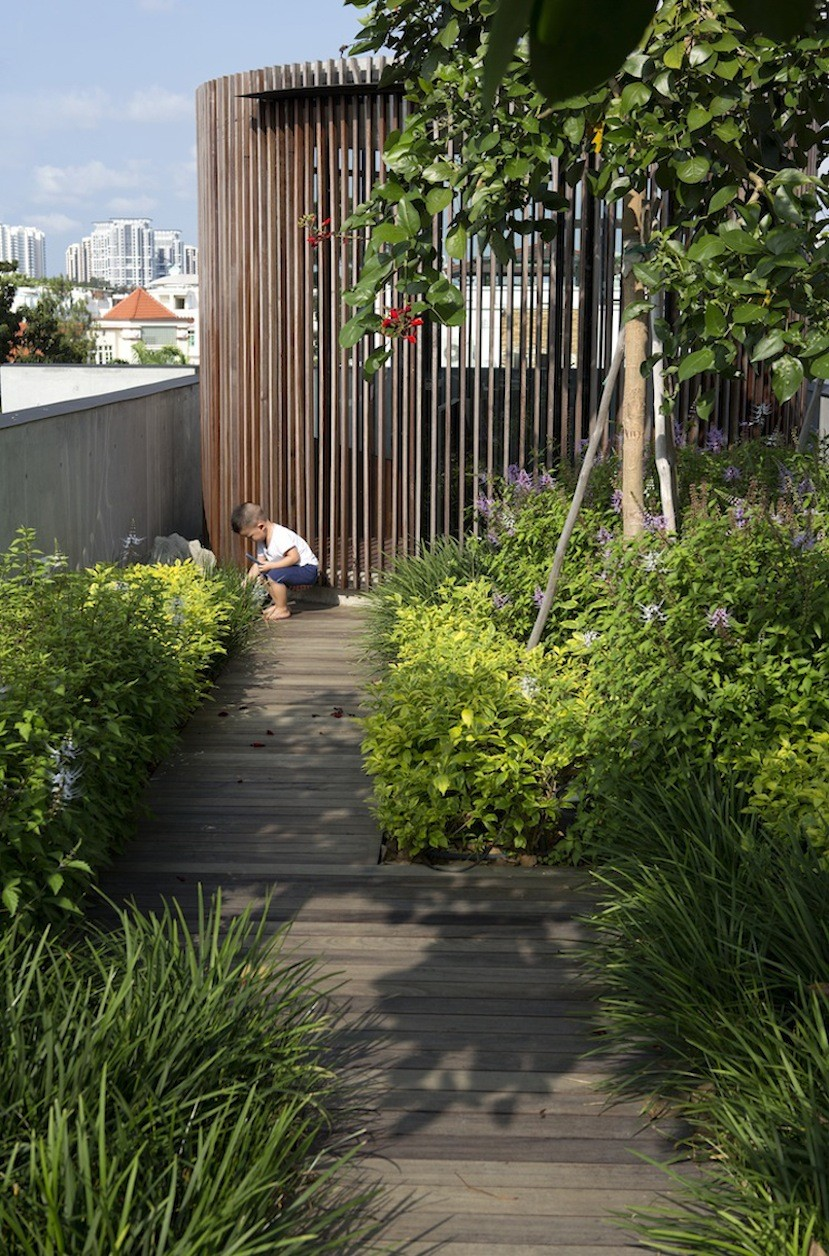 Gallery of the courtyard house formwerkz architects 5 for Courtyard landscape architecture