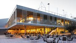 Edificio de Servicios Generales en Centro de Natación Helios / ACXT