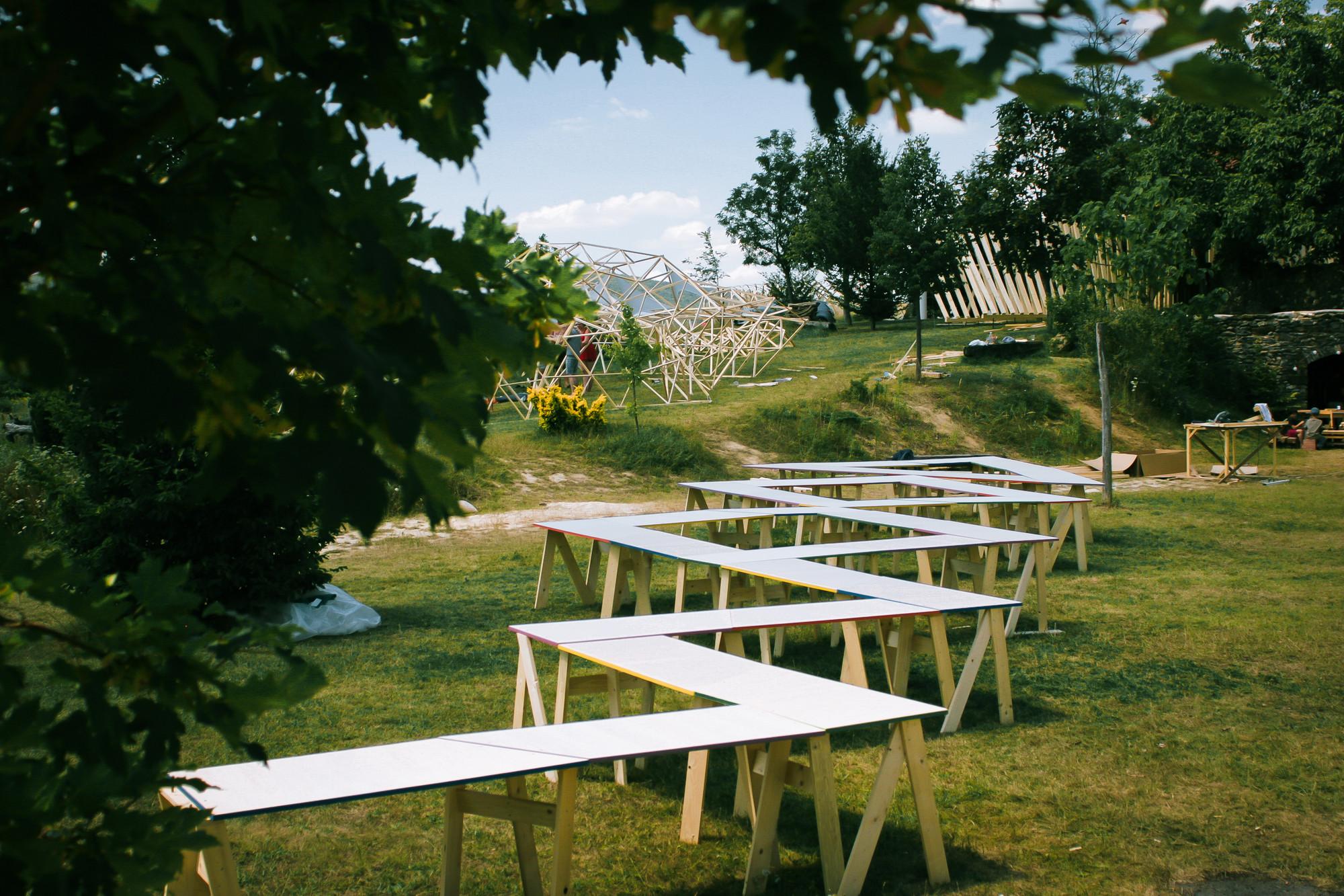 /Table/. Image © Somoskői Gábor
