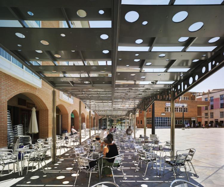 Zona de Sombra. Plaza de la Balsa Vieja. Totana. Murcia. E. Mínguez, 2009.. Image Cortesía de Enrique Mínguez Martínez, Pablo Martí Ciriquián, María Vera Moure