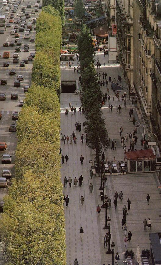 Campos Elíseos, París. Imagem Cortesia de Enrique Mínguez Martínez, Pablo Martí Ciriquián, María Vera Moure