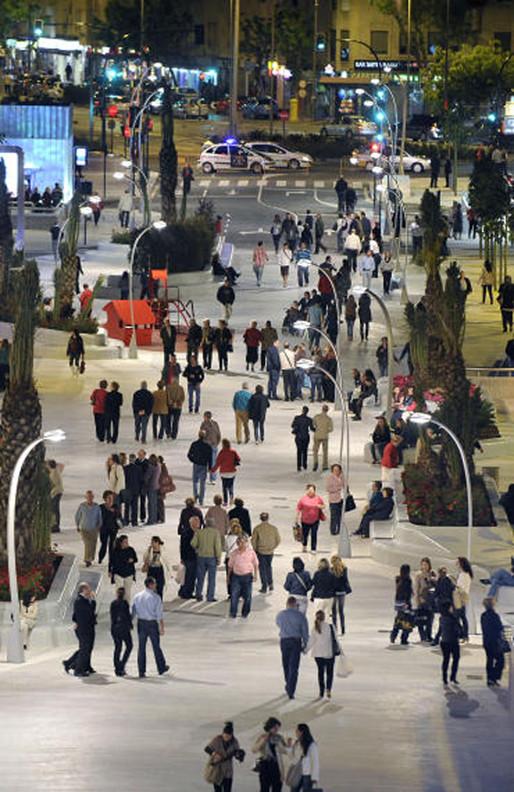 Avda. de La Libertad. Murcia. Noite. Imagem Cortesia de Enrique Mínguez Martínez, Pablo Martí Ciriquián, María Vera Moure