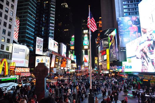 Times Square, Nova York. Imagem Cortesia de Enrique Mínguez Martínez, Pablo Martí Ciriquián, María Vera Moure