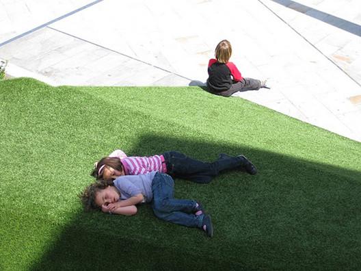Ilhas de Vegetação. Plaza de la Balsa Vieja, Totana. Murcia, E. Mínguez, 2009. Imagem Cortesia de Enrique Mínguez Martínez, Pablo Martí Ciriquián, María Vera Moure