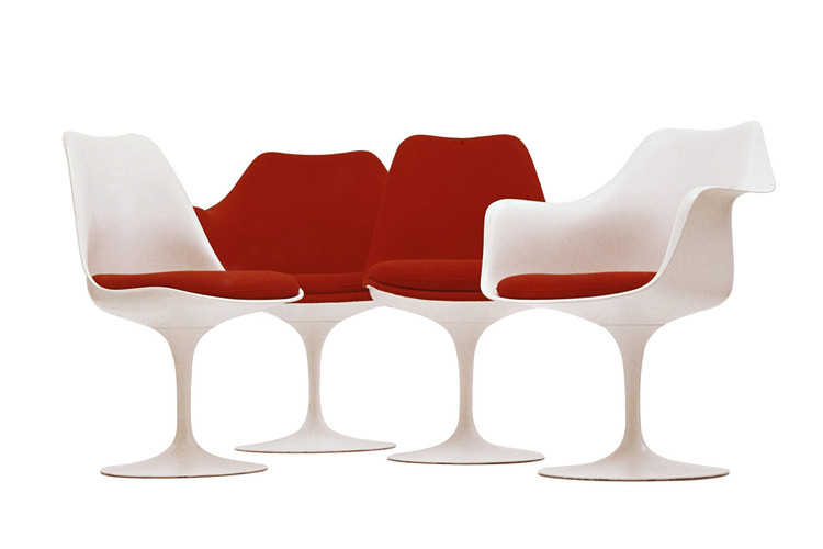 The Tulip Chair, co-designed by Eero Saarinen and his friend Charles Eames. Photo CC <a href='https://creativecommons.org/licenses/by-sa/3.0/'>Wikimedia</a> Commons User Knoll.com.