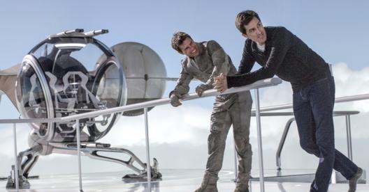 El director junto a Tom Cruise en el Helipuerto de la Torre.. Image © David James