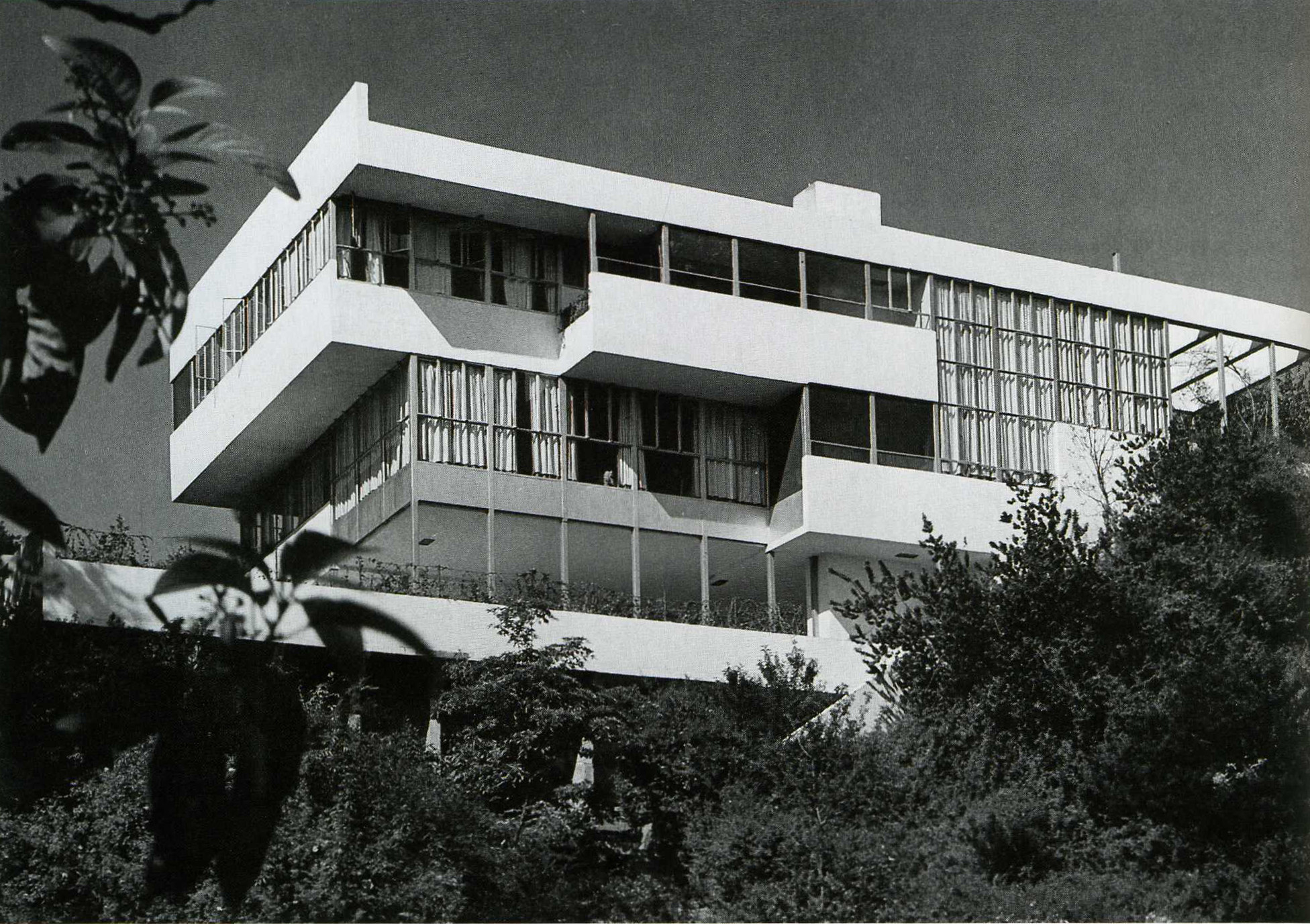 Richard Neutra's 1929 Lovell House. Image Courtesy of Wikiarquitectura